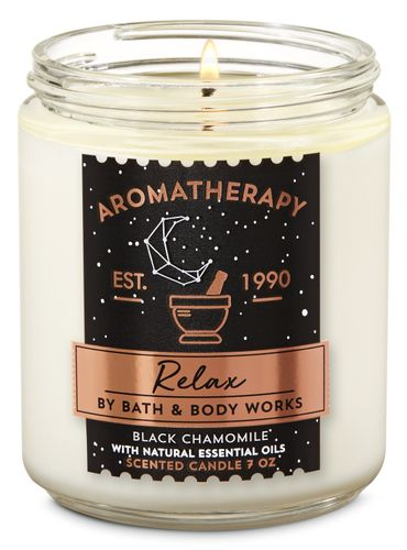 Vela-Mediana-Black-Chamomile-Bath-and-Body-Works